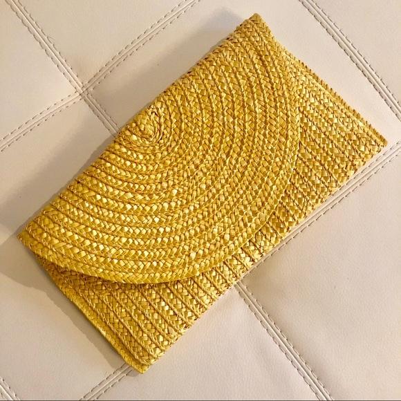 Handbags - Trendy Woven Straw Clutch